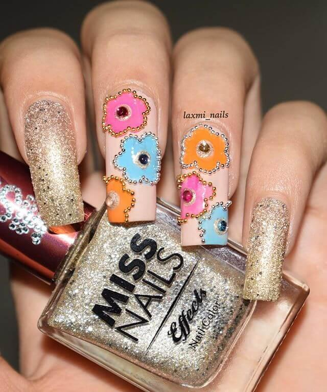 caviar d'ongles fleuris