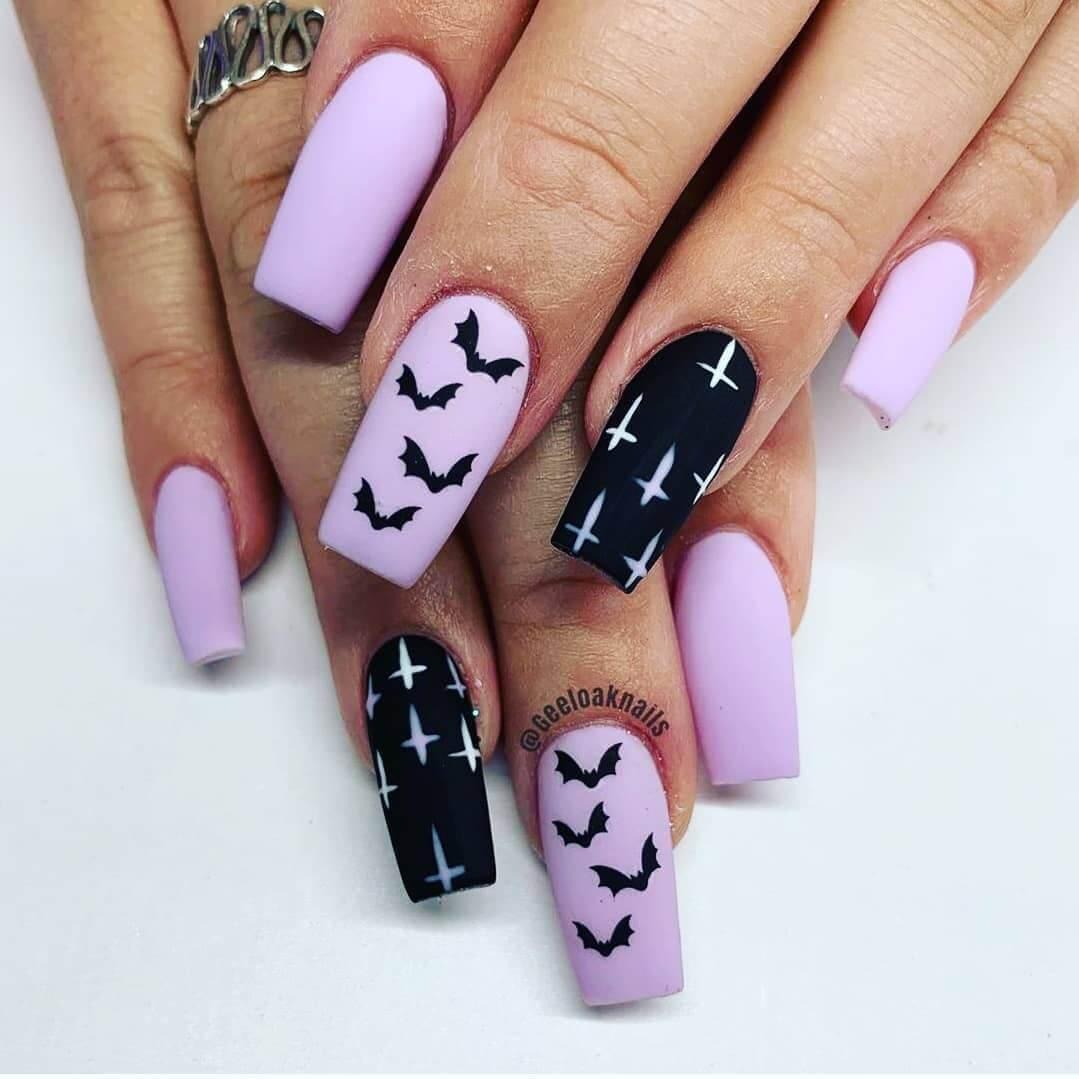 décoration d'ongles avec des chauves-souris pour halloween