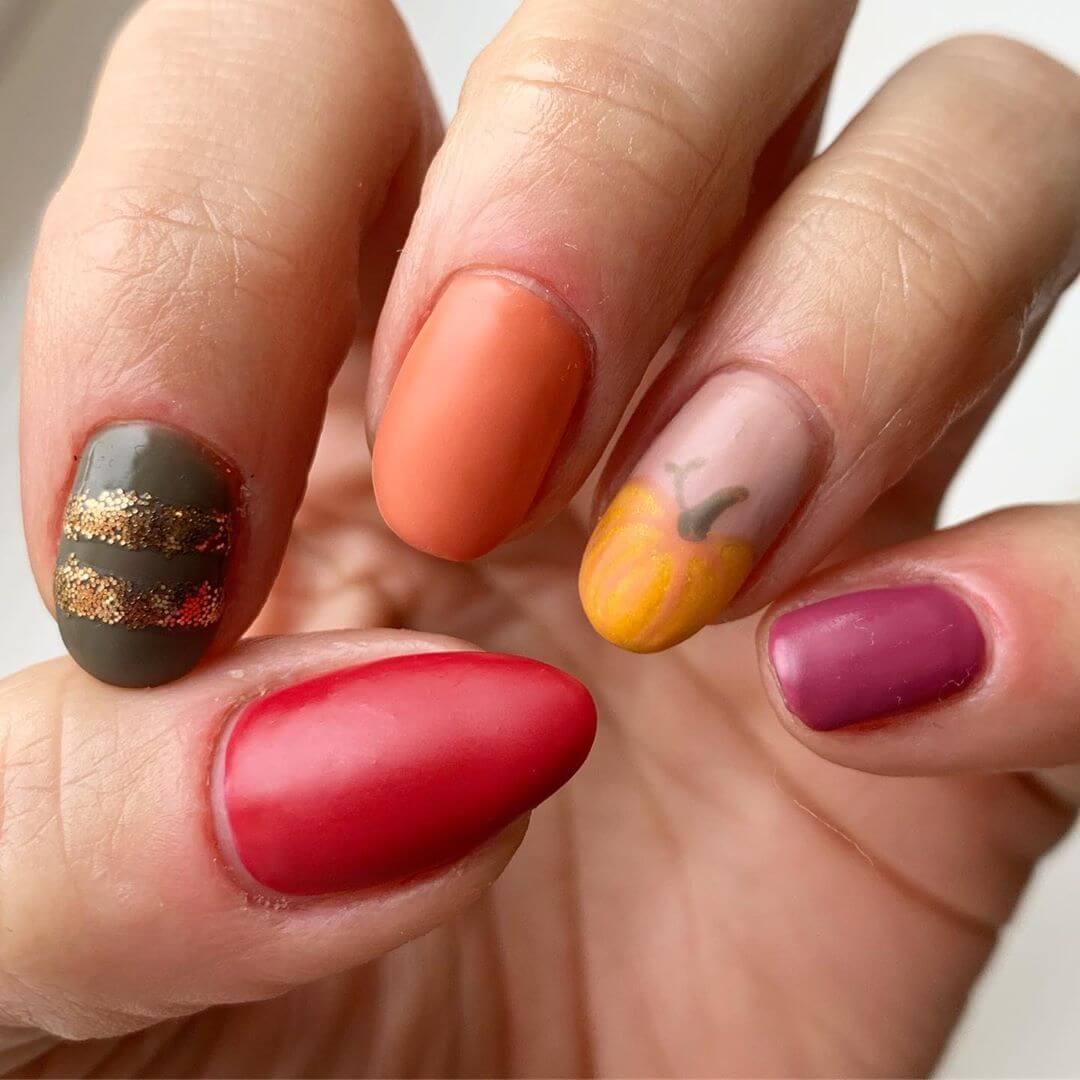 décoration d'ongles avec des citrouilles