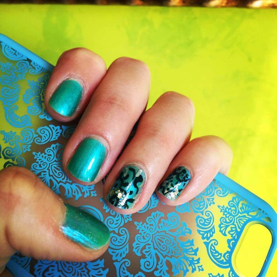 Plus de 80 motifs d'ongles décorés en bleu clair 2
