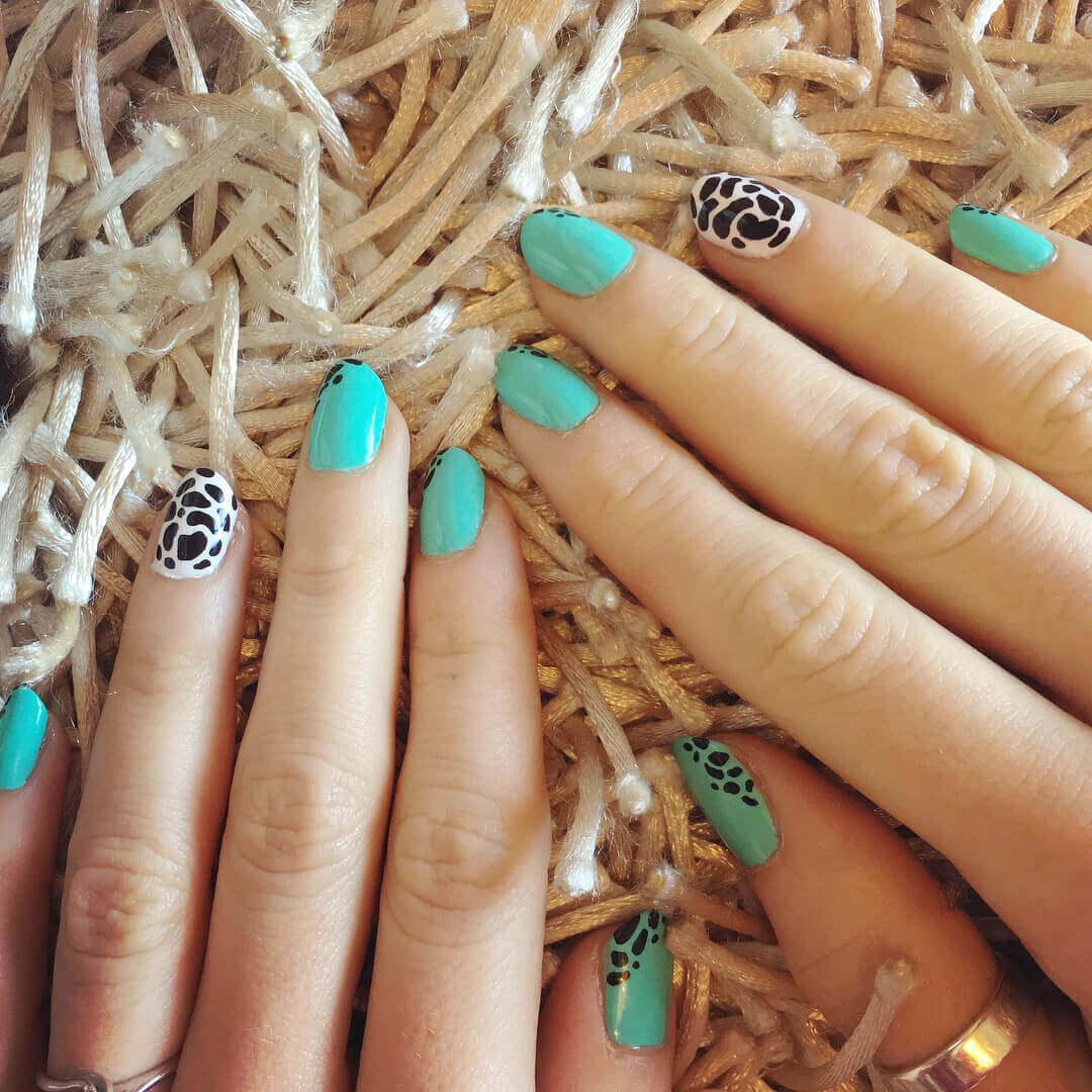 Plus de 80 motifs de ongles décorés en bleu clair 3