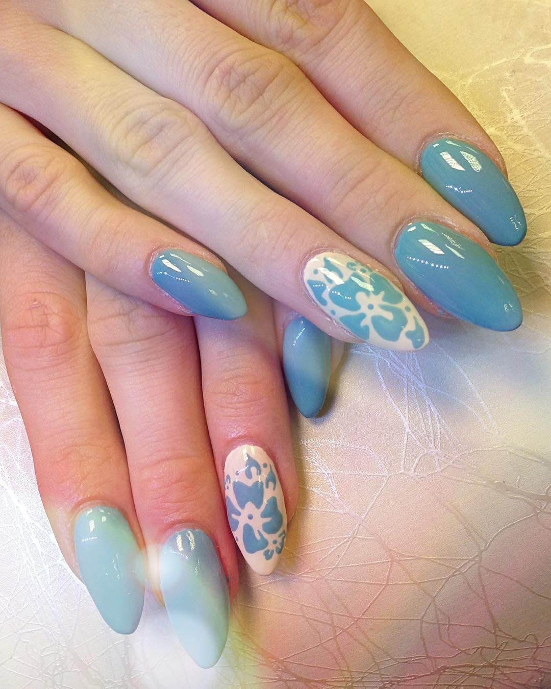 Plus de 80 motifs de ongles décorés en bleu clair 4