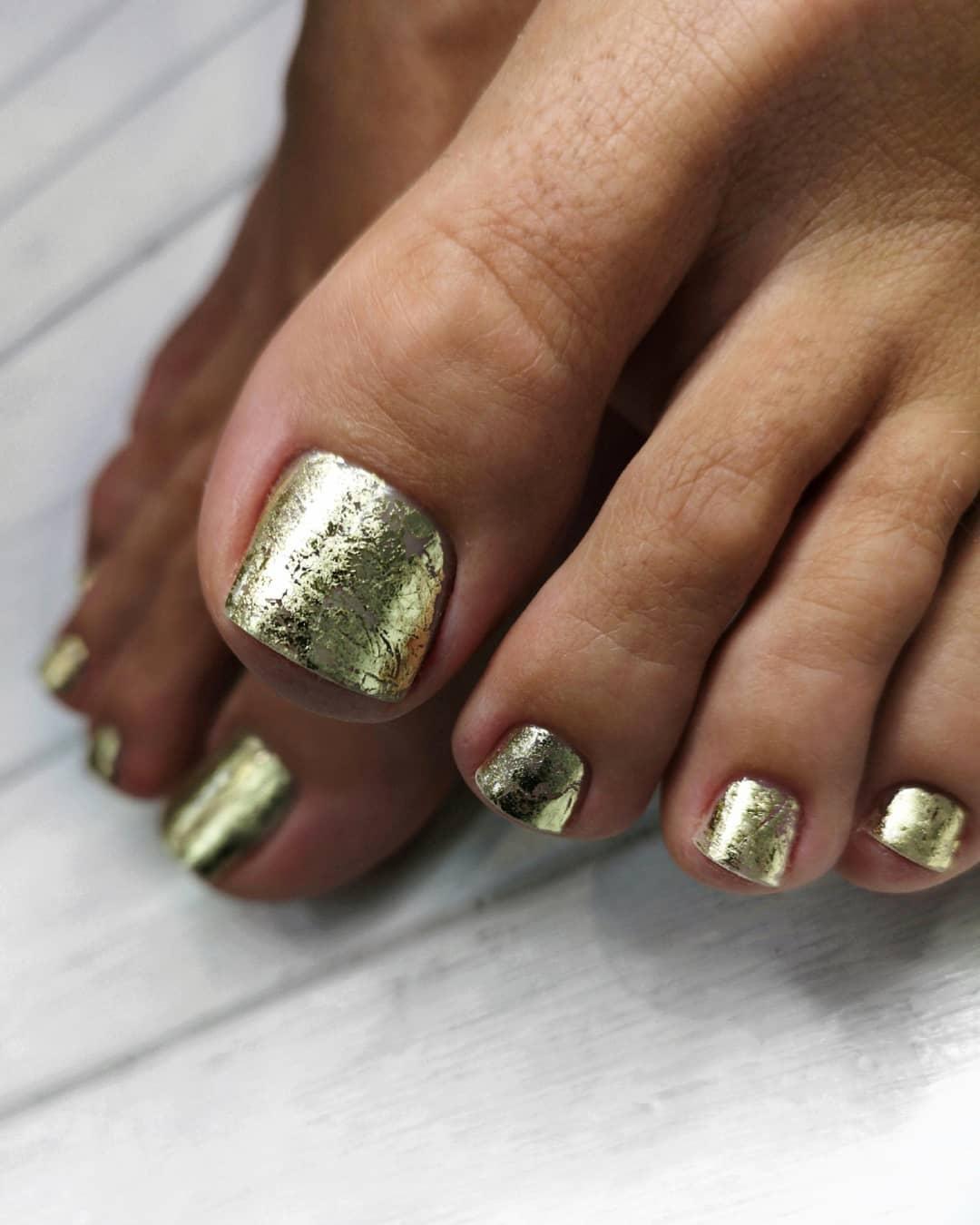 décoration d'ongles d'orteils dorés