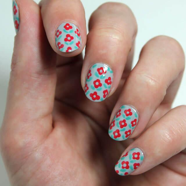 décorer les ongles avec des fleurs faciles