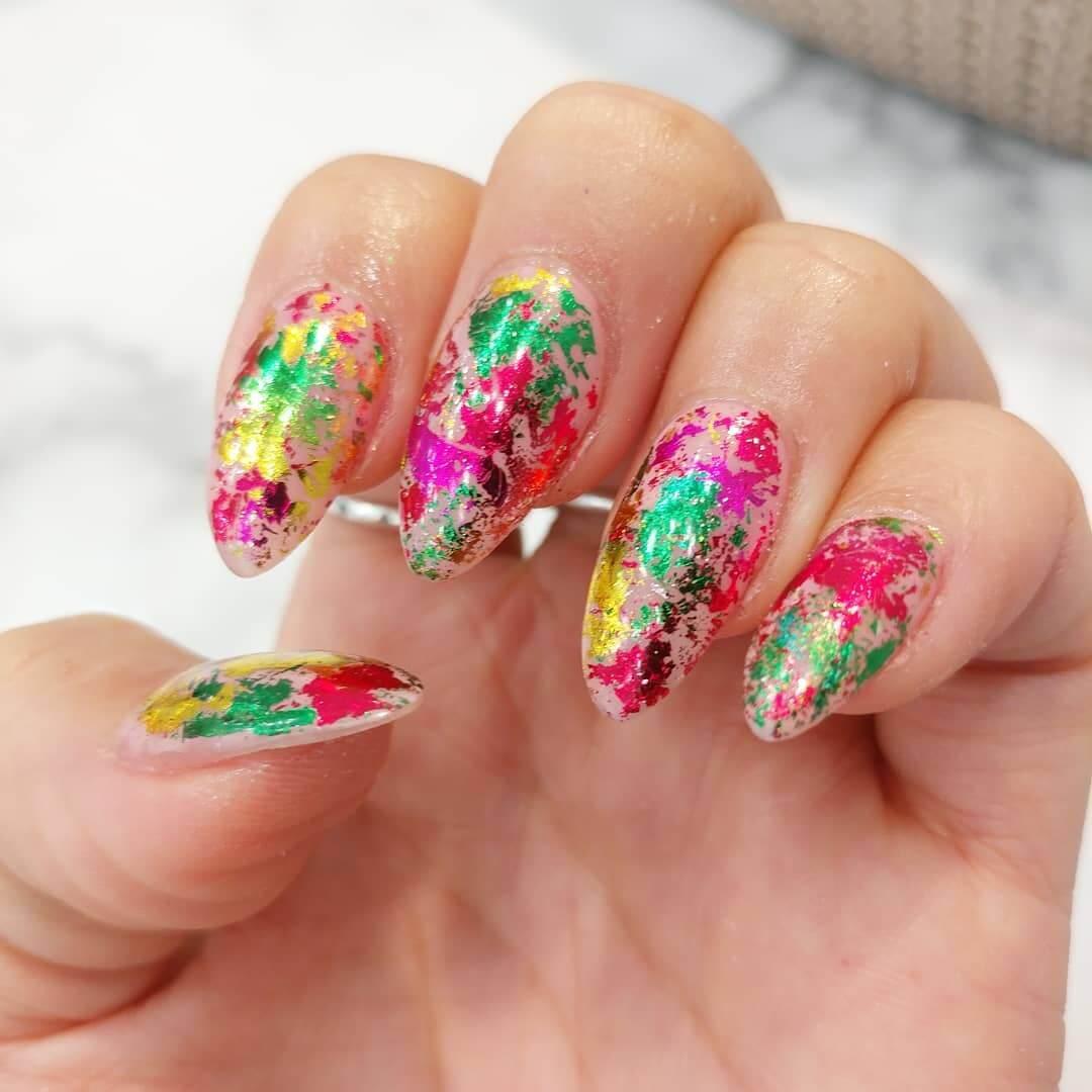 design coloré d'ongles de Noël