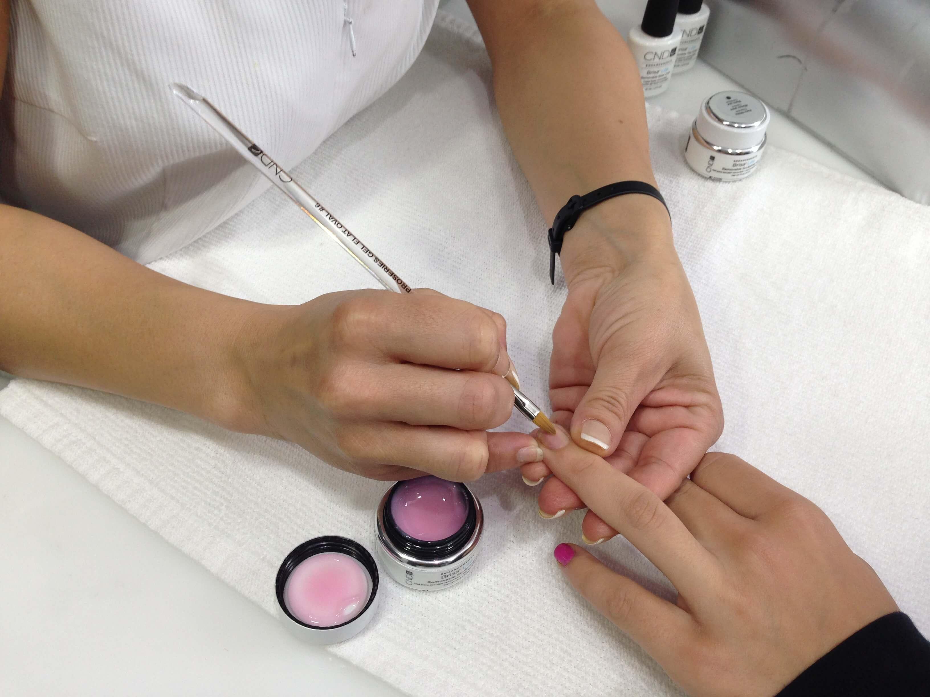 comment prendre soin des ongles en gel