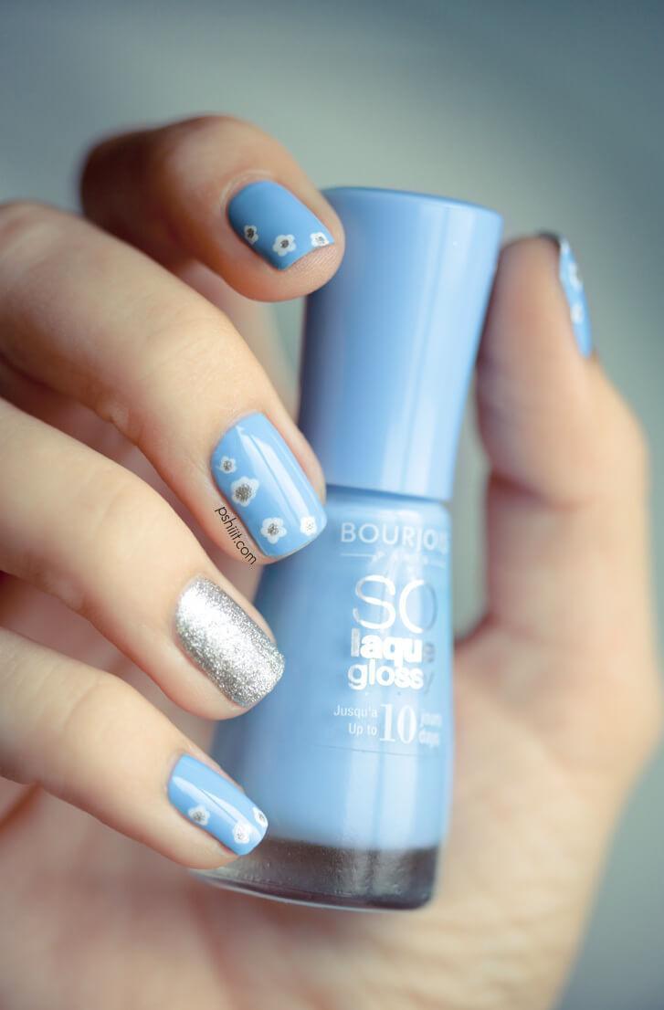 Nail art bleu clair et argent