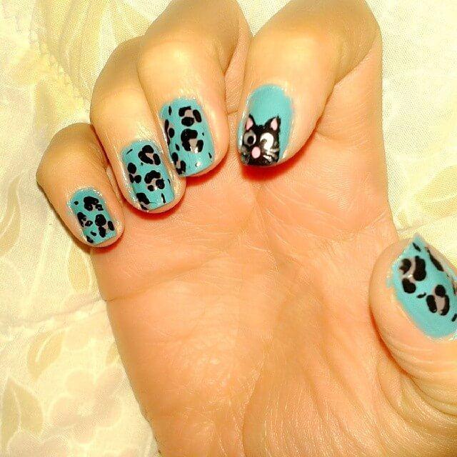 imprimé animal ongles bleu clair