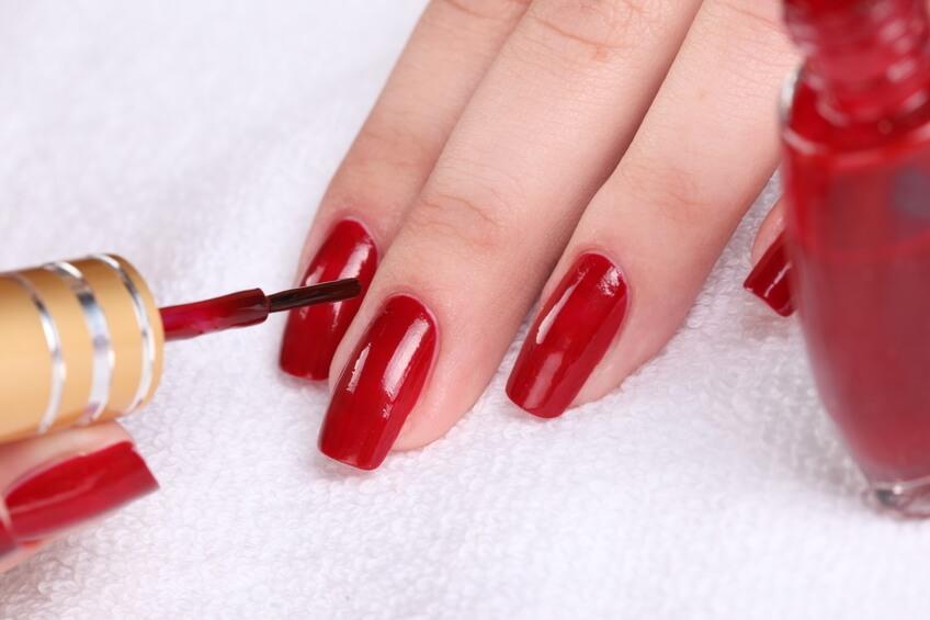 L'allergie au vernis à ongles –: ses causes et comment la prévenir