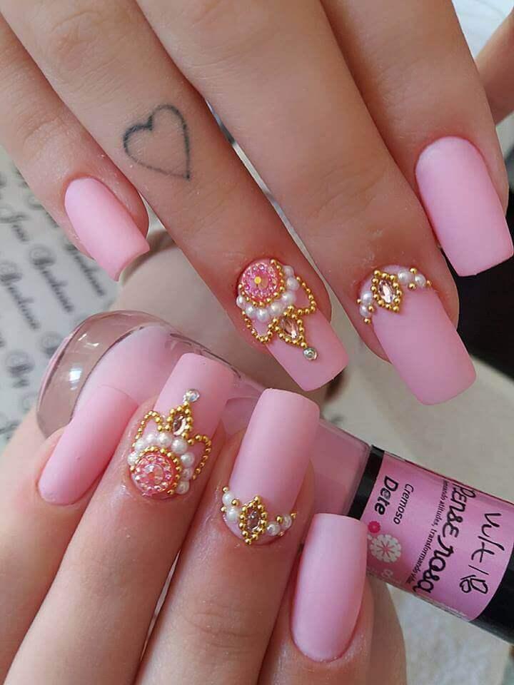modèles de ongles avec pierres