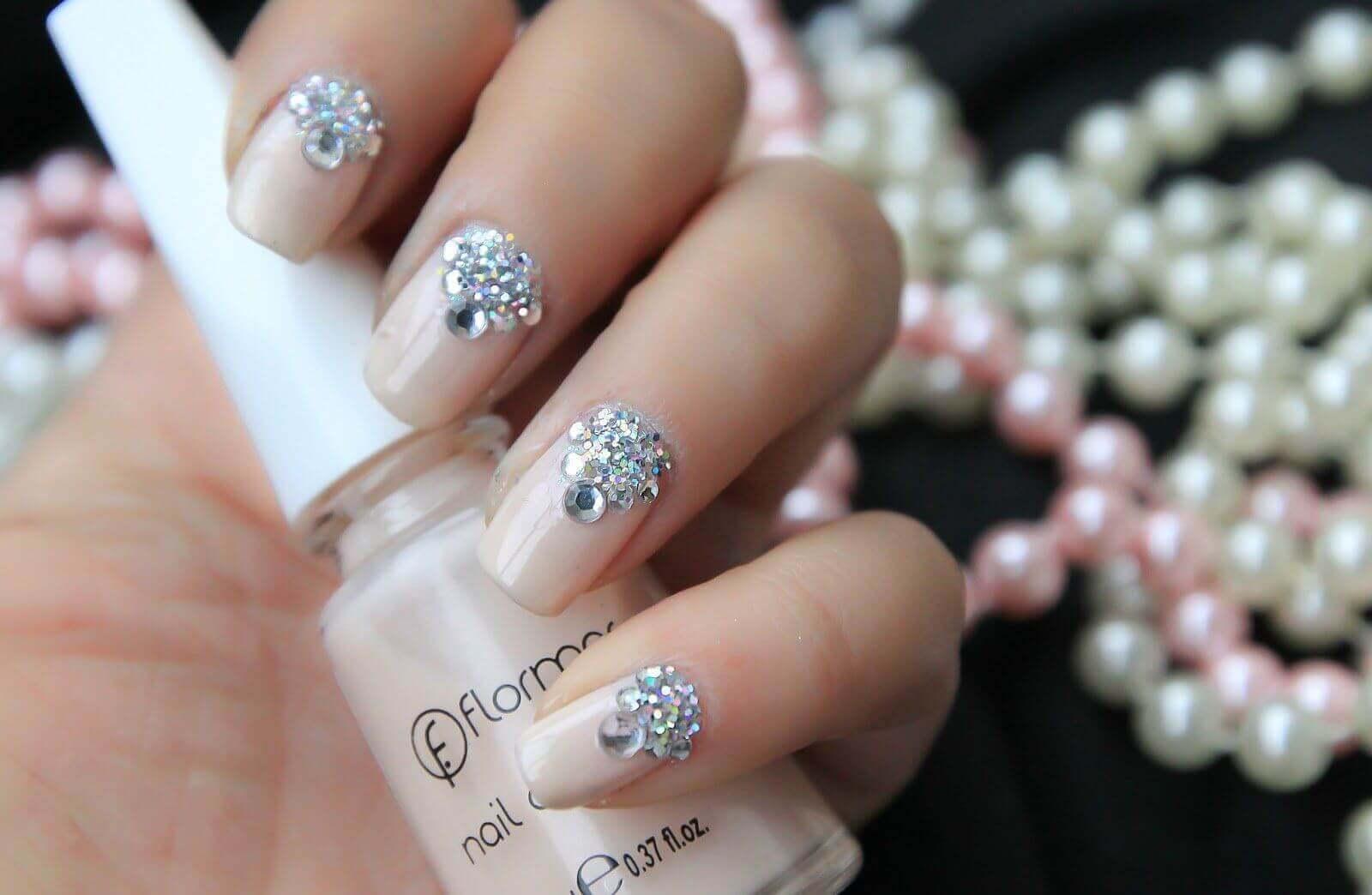 dessins d'ongles avec pierres