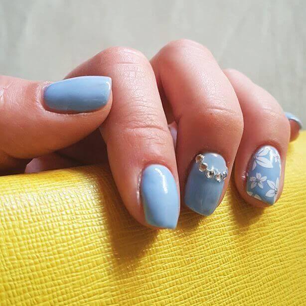 Plus de 80 motifs d'ongles décorés en bleu clair 10