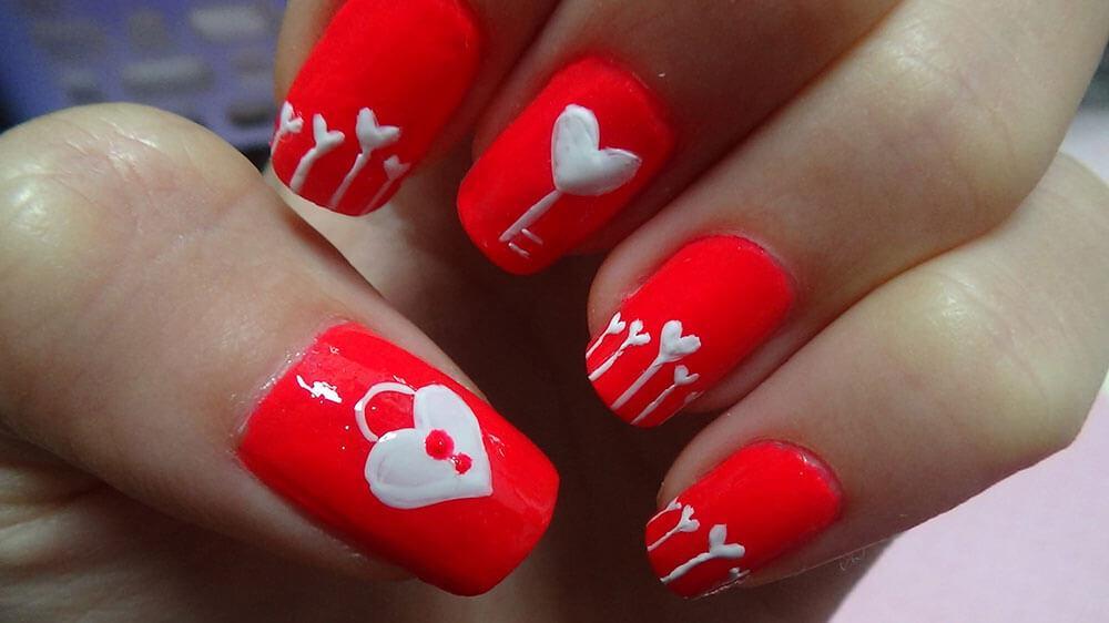 certains peints avec des coeurs de nail art (9)