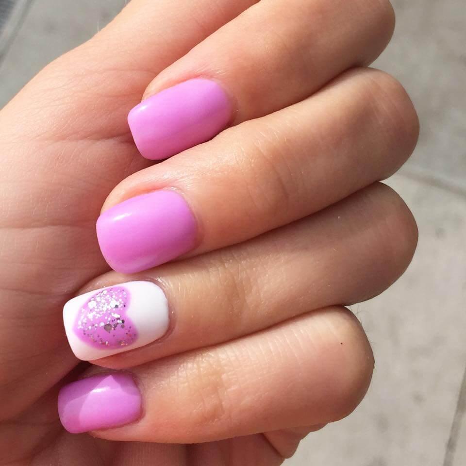 certains peints avec des coeurs de nail art (1)