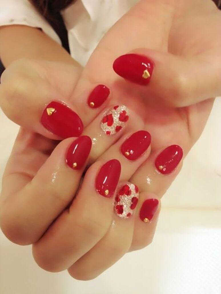 certains peints avec des coeurs de nail art (10)