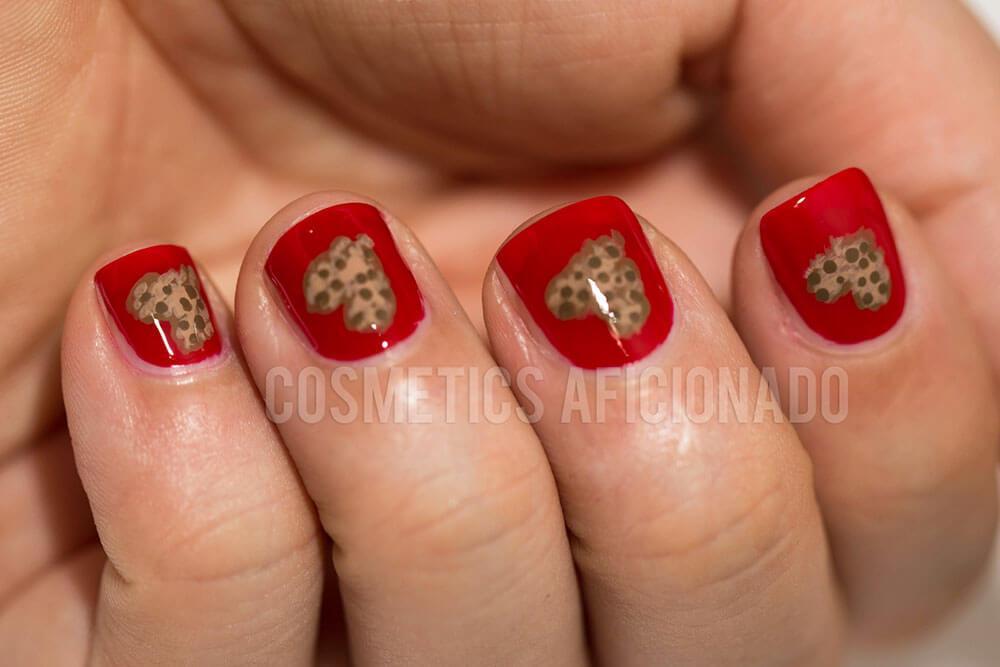 certains peints avec des coeurs de nail art (7)