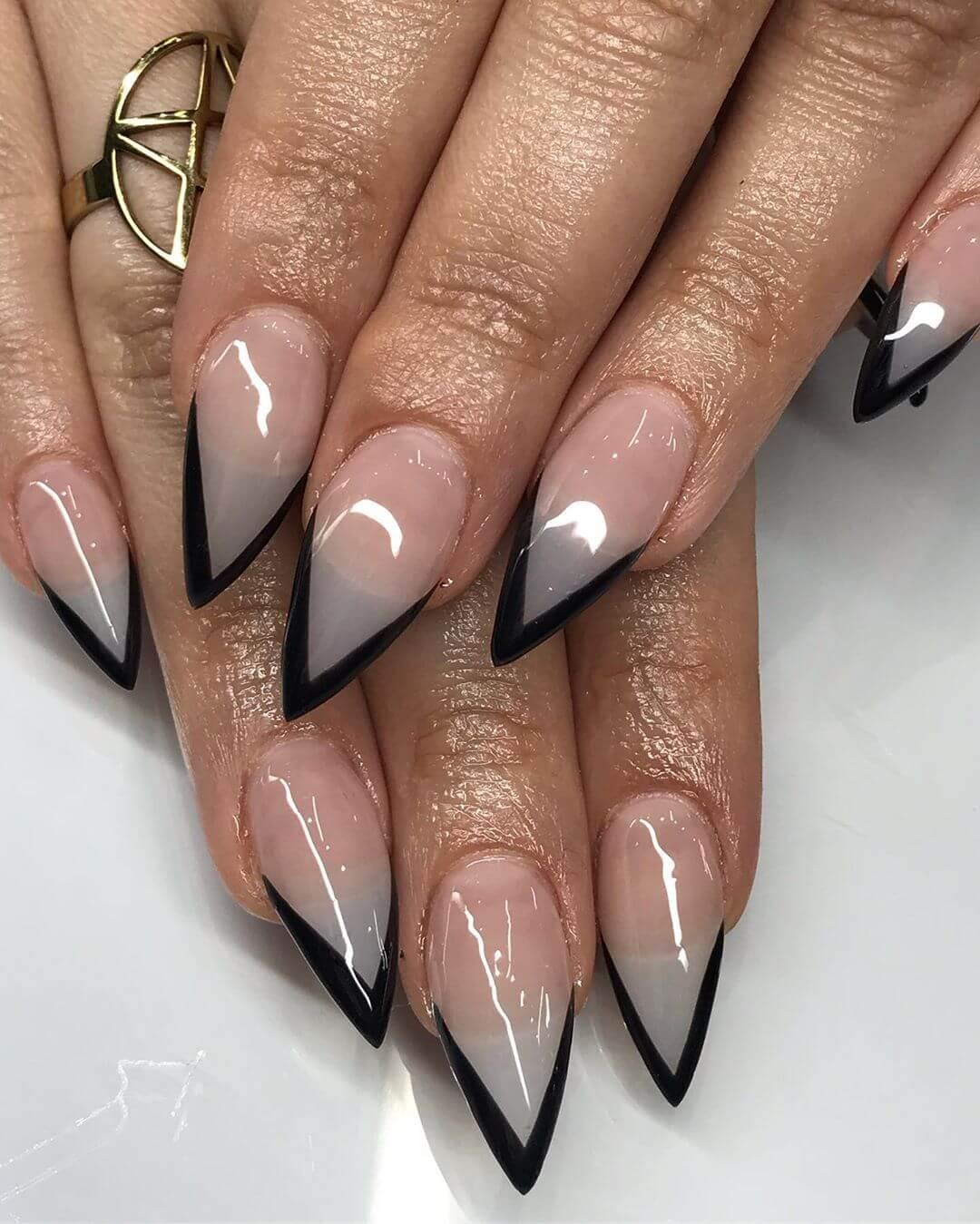 Pour les ongles de stiletto