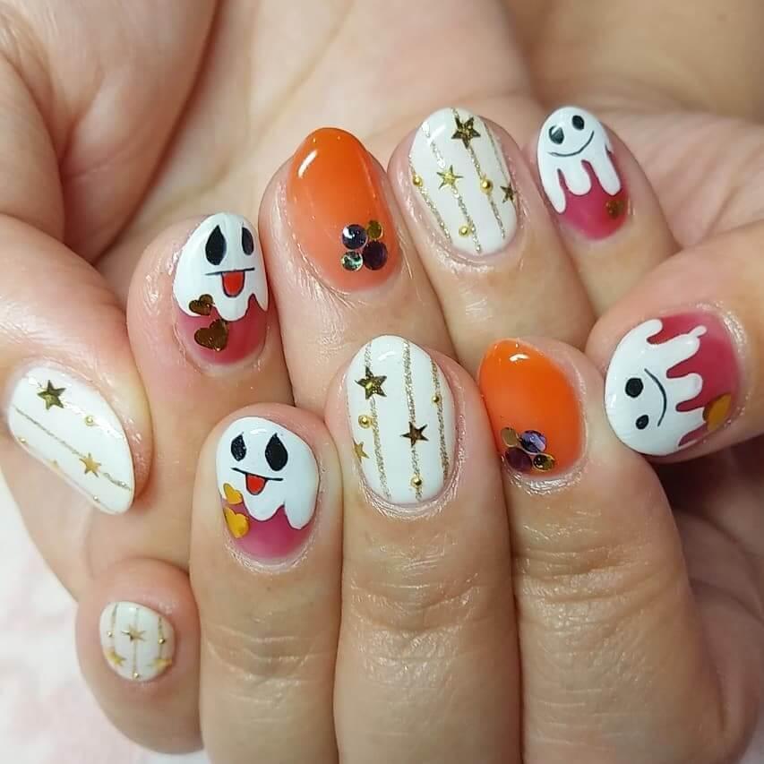 ongles avec fantôme d'halloween