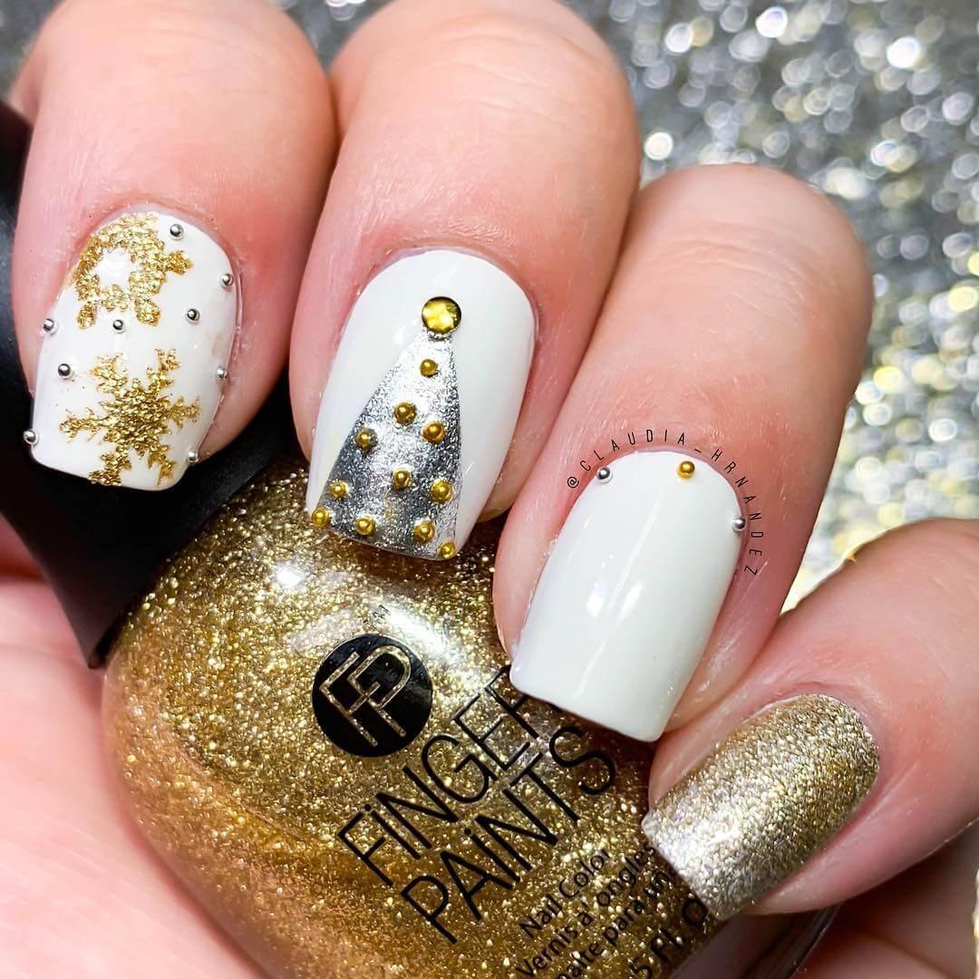 ongles blancs et dorés élégants