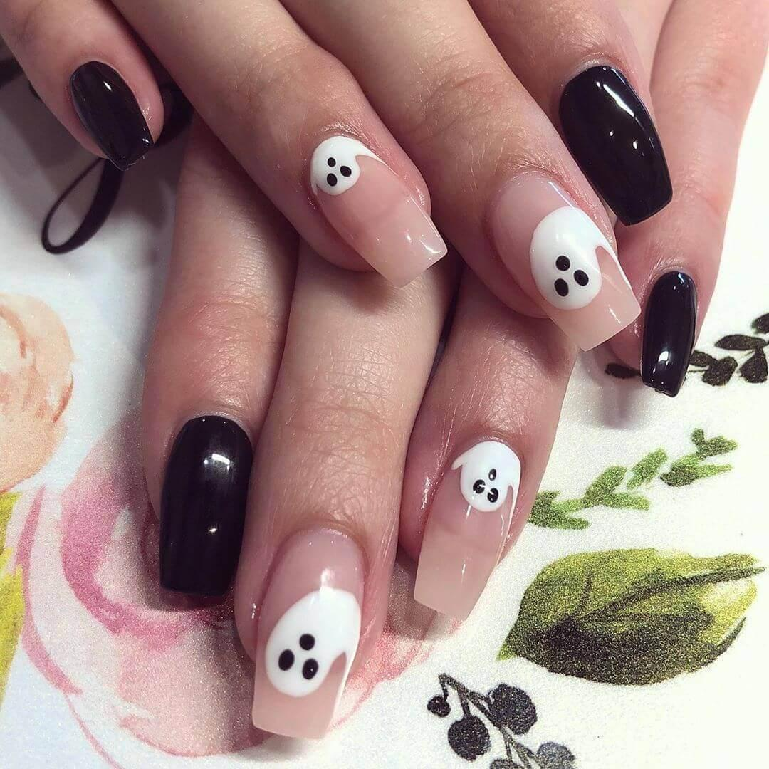 ongles blancs fantômes d'halloween