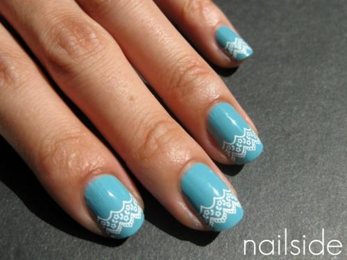 Plus de 80 dessins de nail art en bleu clair