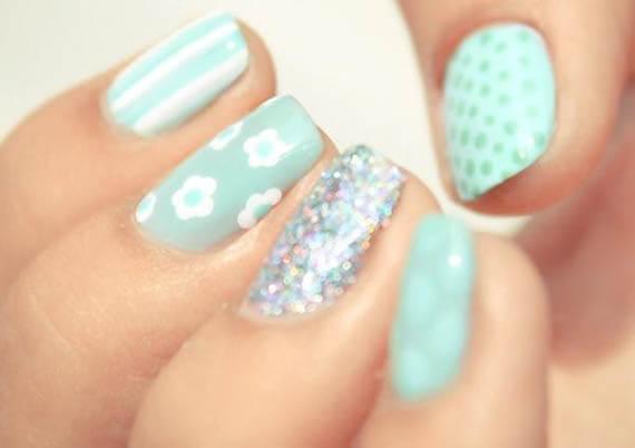 Plus de 80 motifs de ongles décorés en bleu clair 38