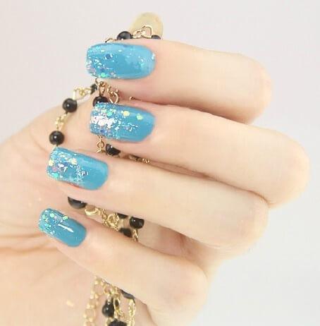 Plus de 80 dessins de nail art en bleu clair 54