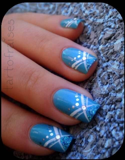 Plus de 80 motifs de ongles décorés en bleu clair 64