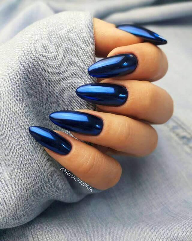 Ongles bleus métallisés