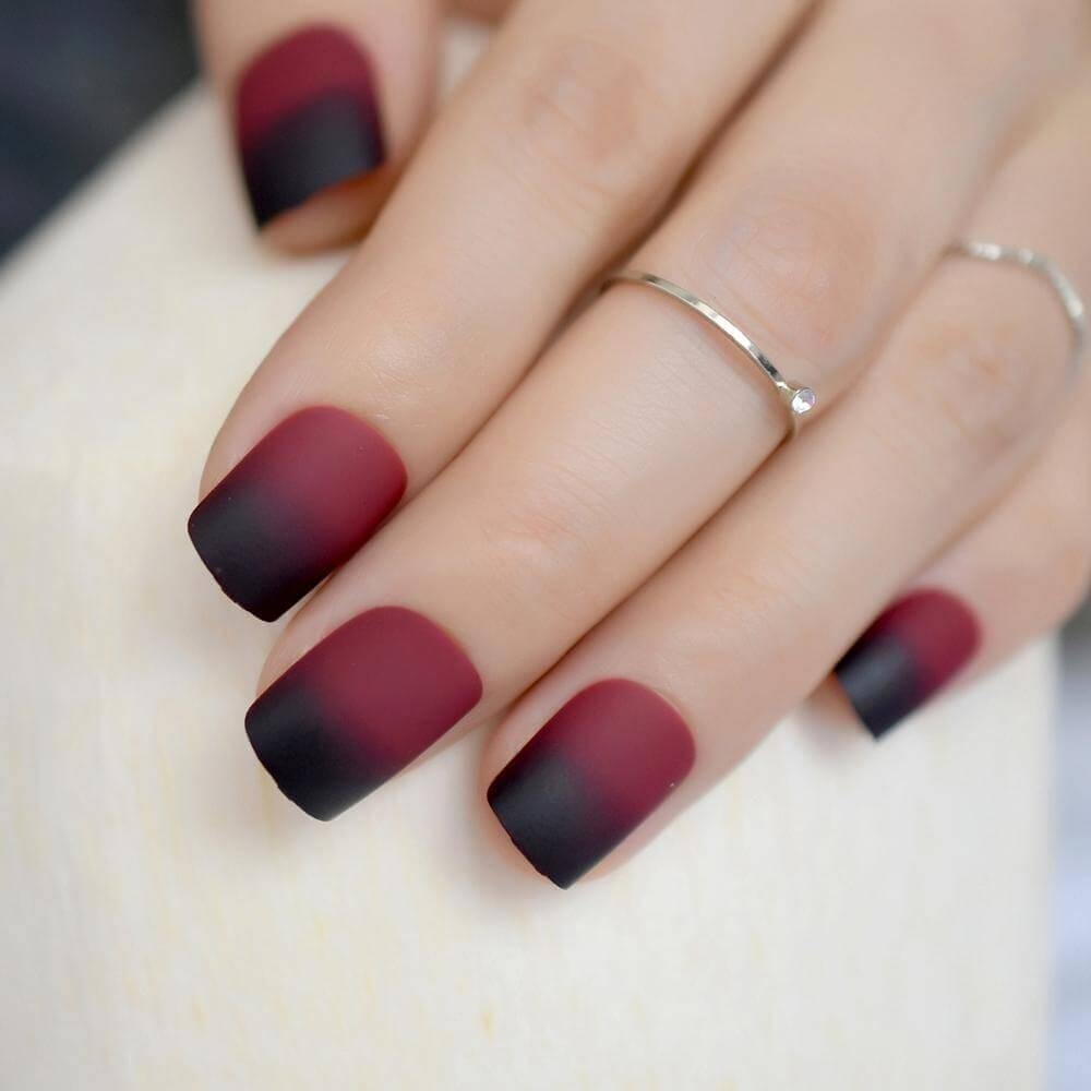 ongles couleur vin