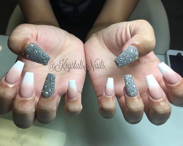 ongles de caviar en gris