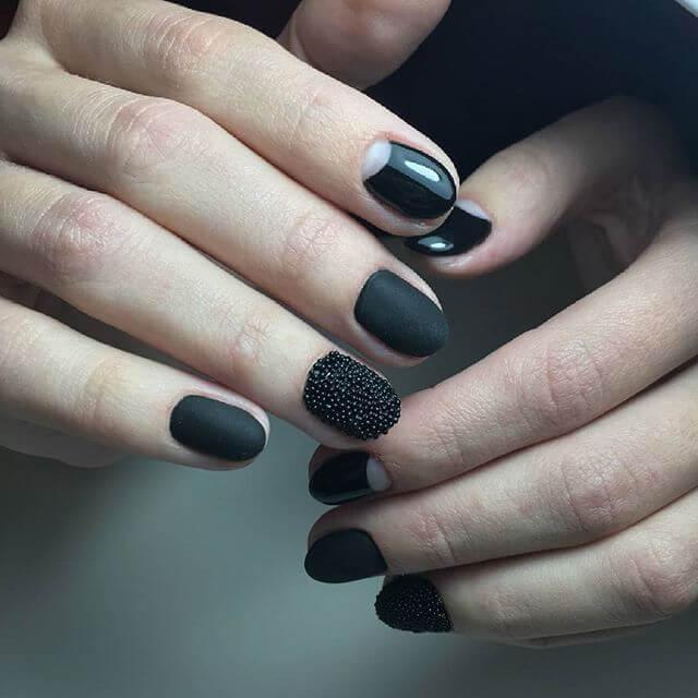 ongles de caviar noir