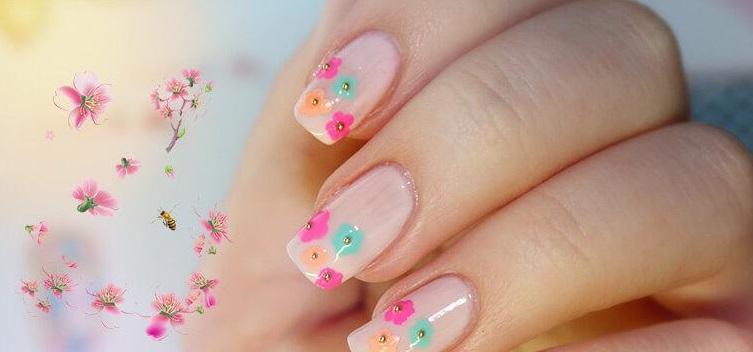 ongles de mariage décorés de fleurs