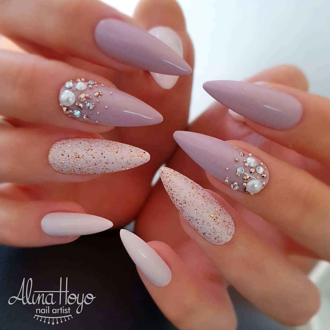 ongles de la mariée rose avec strass