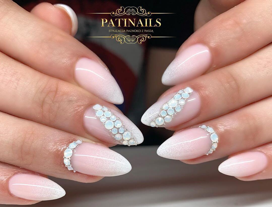 ongles de mariage avec pierres