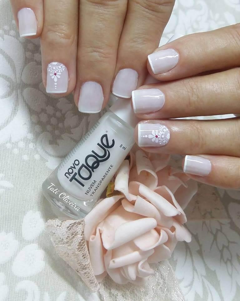 ongles de mariage courts français avec fleurs