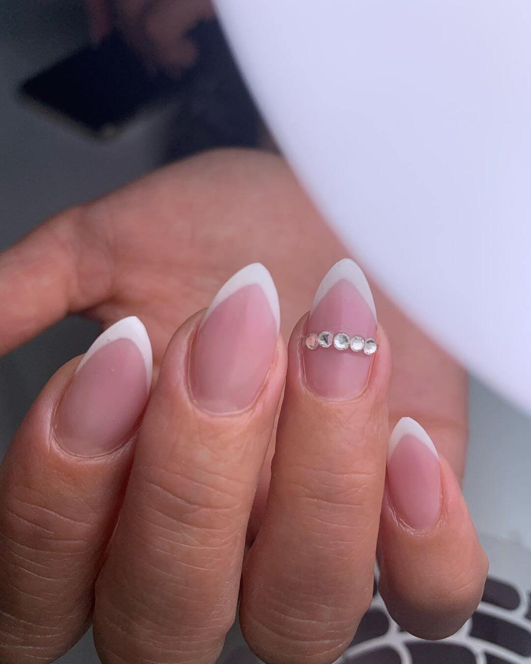 ongles de mariage en forme d'amande