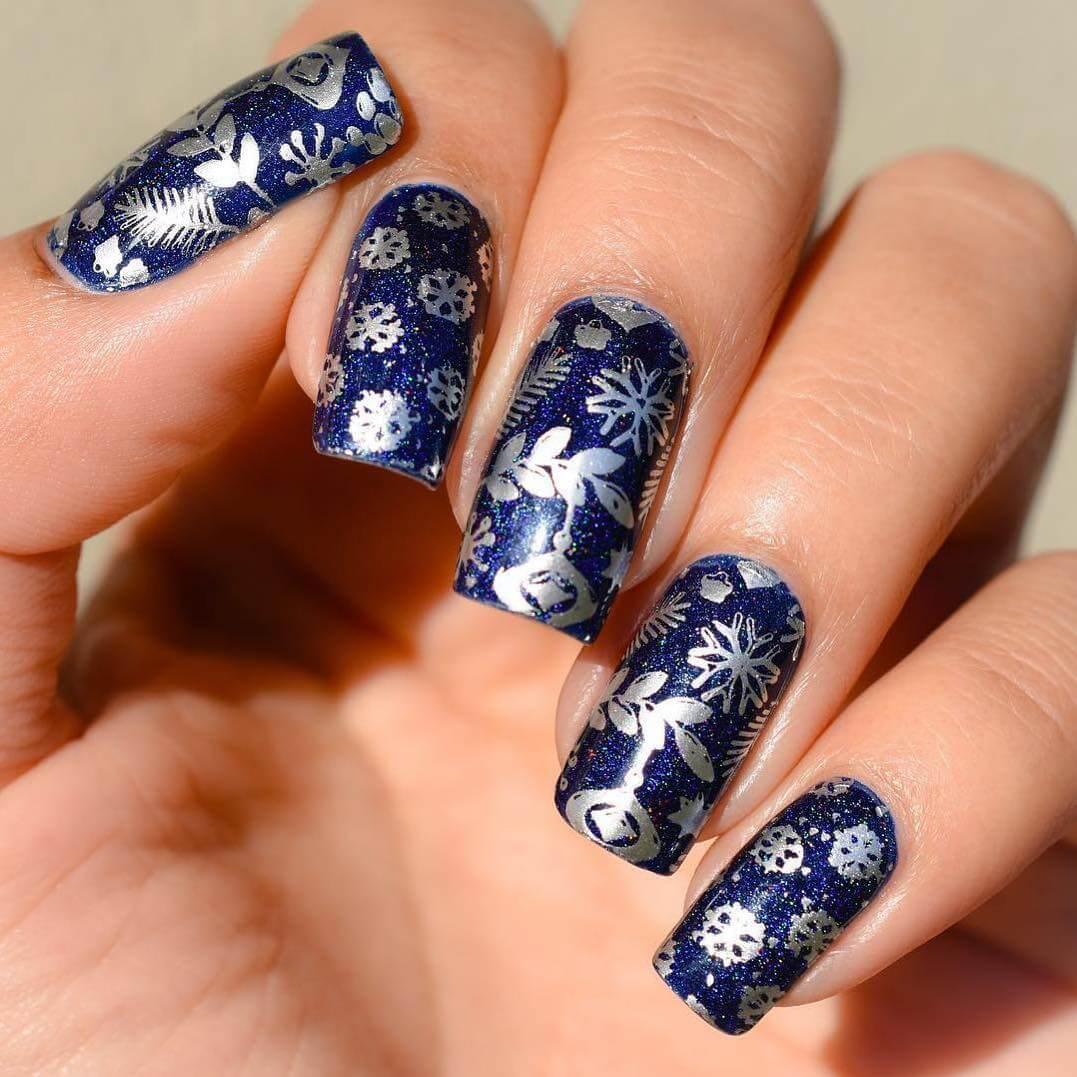 ongles de noël bleus et argentés