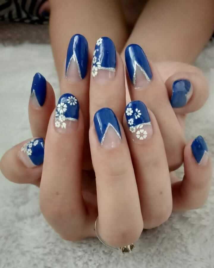 ongles de noël bleus et blancs