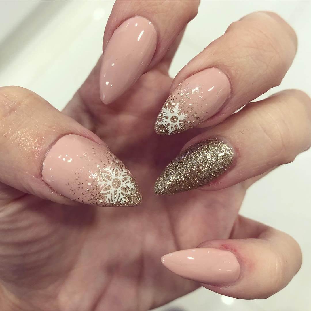 ongles de Noël nus avec de l'or