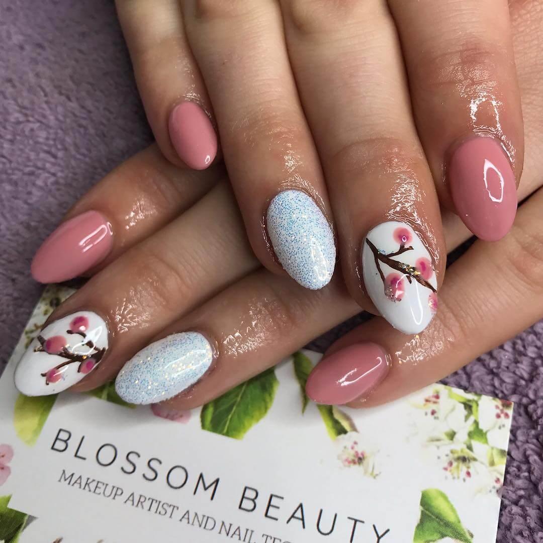 ongles de noël élégants avec fleurs