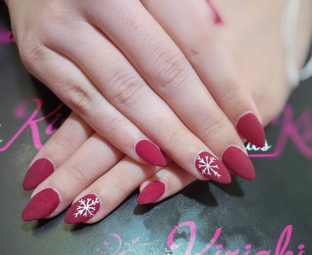 ongles rouges mats
