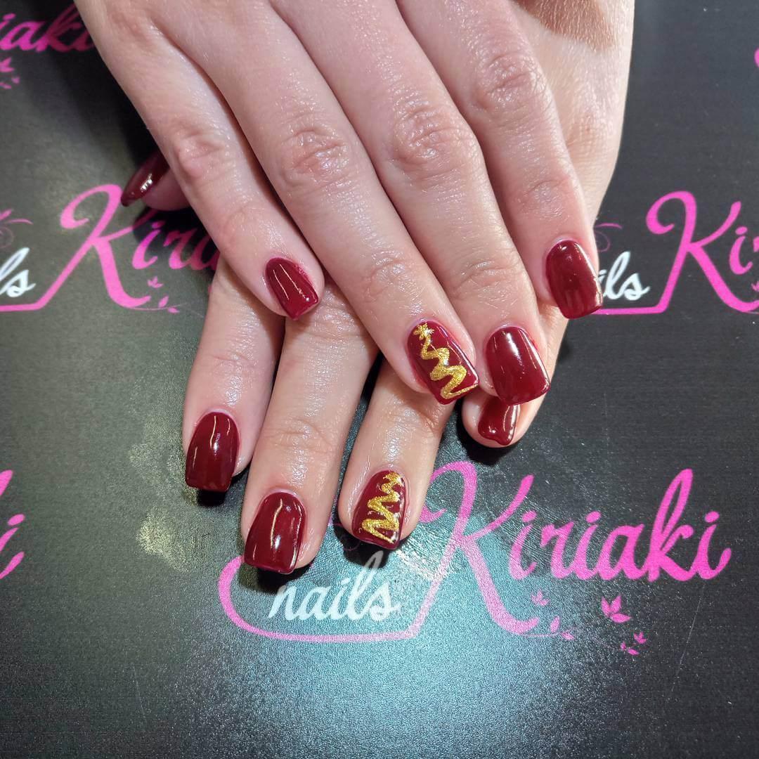 ongles de Noël rouges avec or