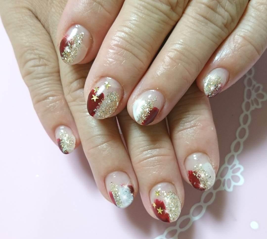 ongles de noël rouges et dorés