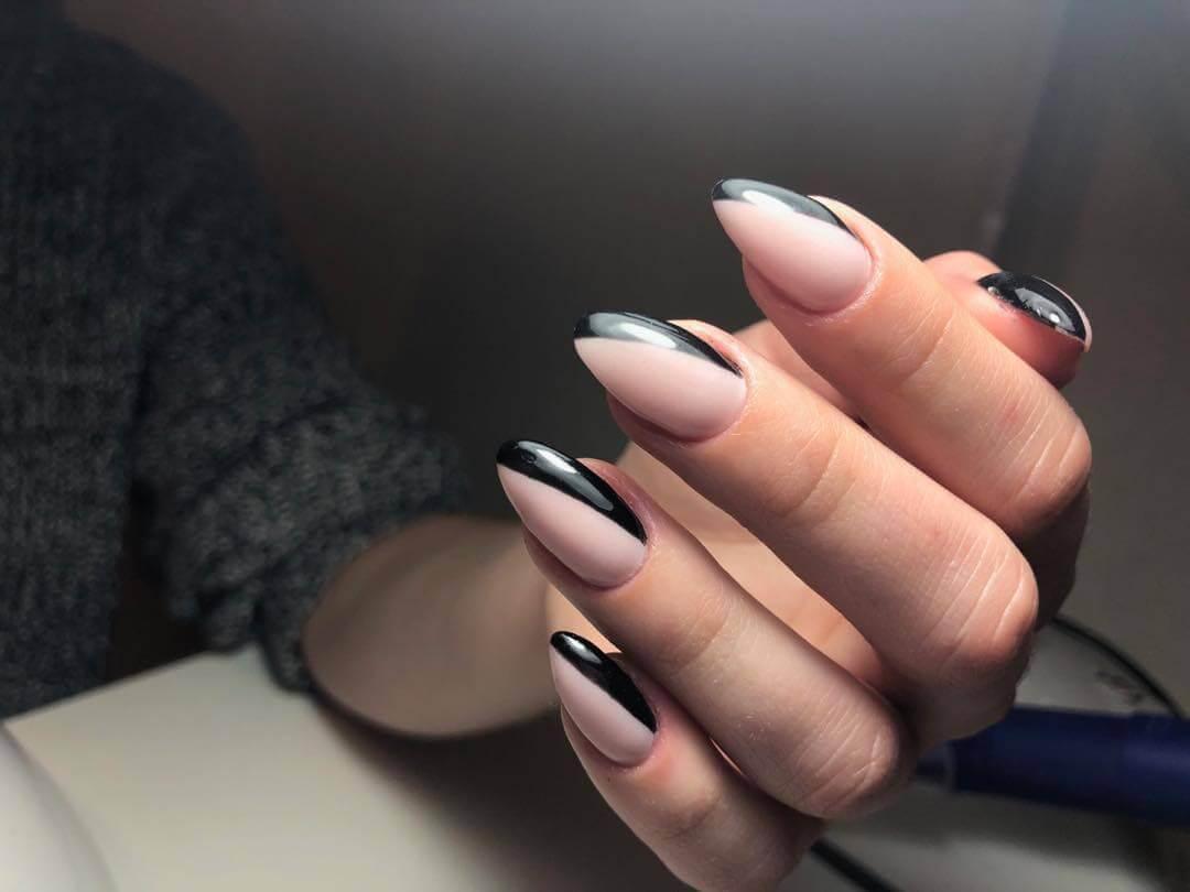 Ongles nus avec noir