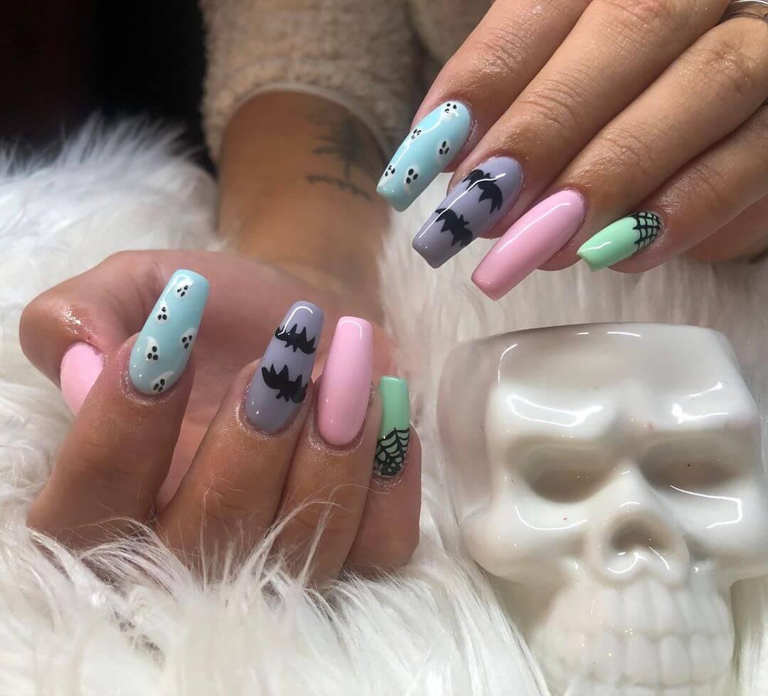 ongles décorés de chauves-souris halloween