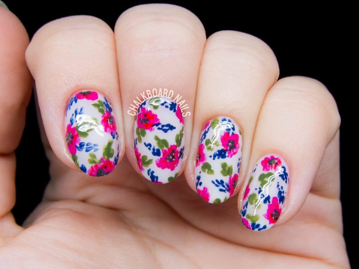 Ongles avec motifs de roses