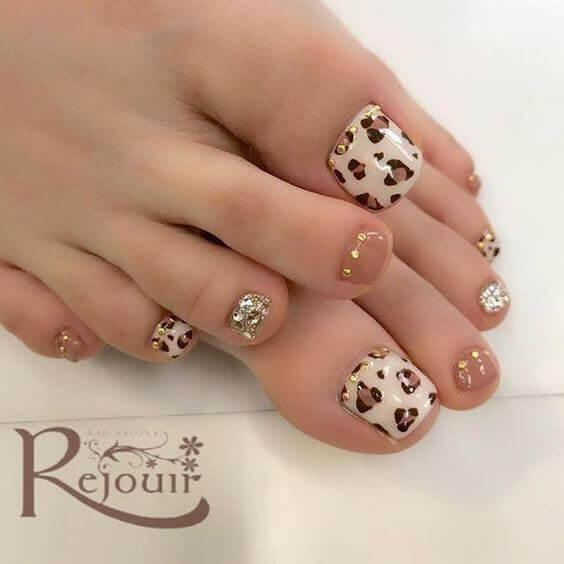 Empreinte de ongles de pieds d'animaux décorés