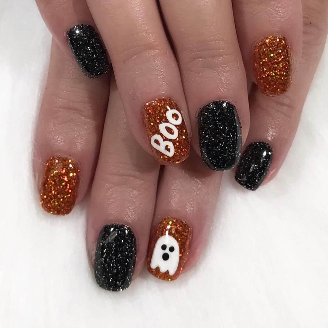 ongles d'halloween fantôme décorés