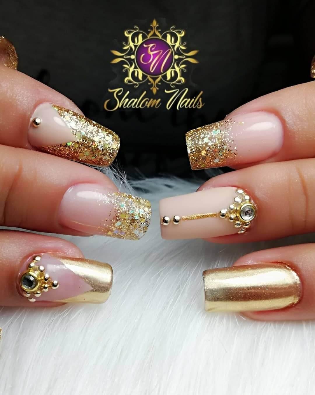 ongles dorés de mariage